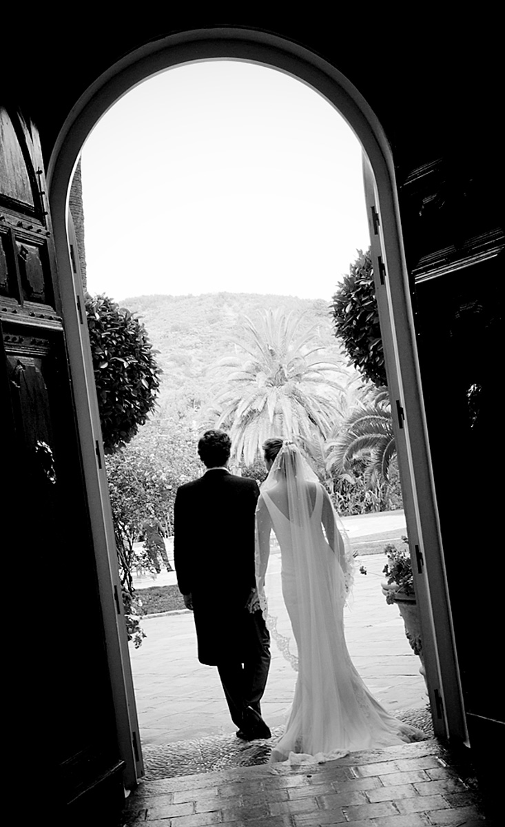 newlyweds-artistic-silhouette-photo