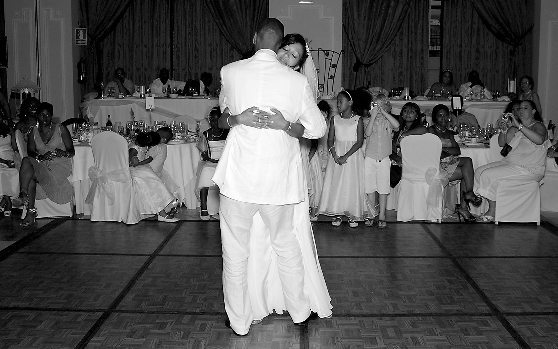 first-dance-wedding-photo