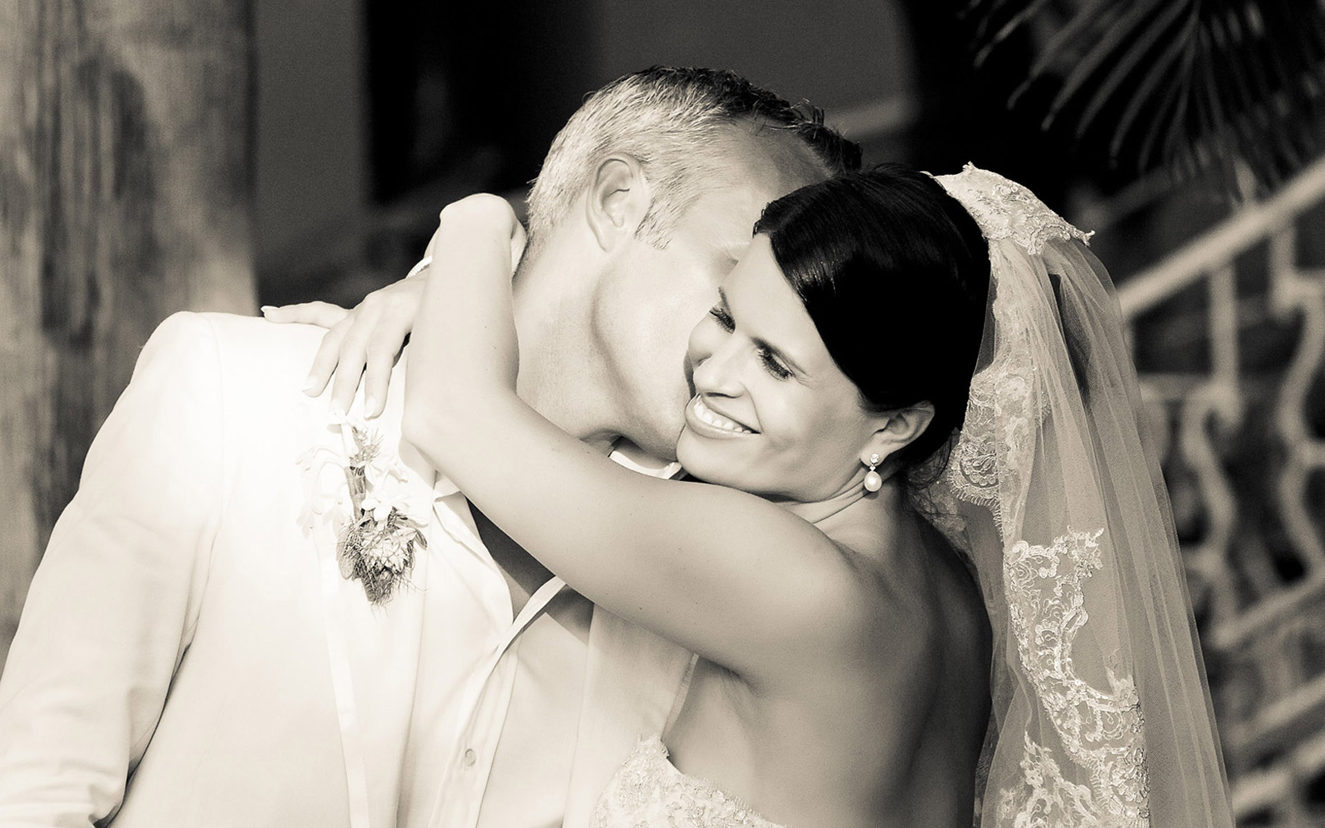 bride-kisses-groom